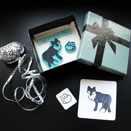 handgeschnitste Fuchs-Stempel und Testdruck, hübsch als Geschenk verpackt