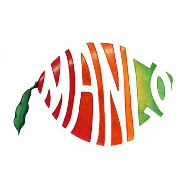 Eine Mango, die weiße Aussparungen in Form des Schriftzuges